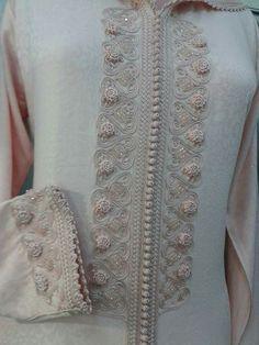 Randa Morrocan Kaftan, Moroccan Dress, Mens Kurta Designs, Salwar Designs, Dress Neck Designs, Blouse Designs, Kurtha Designs, Soutache Pattern, Mode Abaya