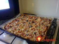 Výborné cesto na pizzu z pomazánkového masla, pre mňa doslova zázračné. Stačí len zmiešať 2 prísady, pridať vaše obľúbené pizza suroviny a šup do rúry. Je to pochúťka! Pizza, Quiche, Mashed Potatoes, Macaroni And Cheese, Toast, Food And Drink, Keto, Snacks, Meals