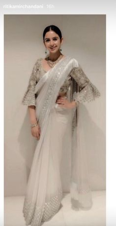 Drape Your Saree In Different Way -Awesomelifestylefashion Sari Blouse Designs, Saree Blouse Patterns, Wedding Saree Blouse, Saree Dress, Saree Draping Styles, Saree Styles, Indian Dress Up, Indian Wear, Indian Designer Outfits