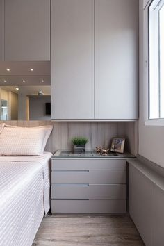 Apartamento Sob Medida Ambientta Arquitetura is part of Apartment bedroom design - Fitted Bedroom Furniture, Fitted Bedrooms, Small Bedroom Storage, Small Master Bedroom, Small Bedroom With Wardrobe, Wardrobe Design Bedroom, Bedroom Bed Design, Bedroom Apartment, Home Bedroom