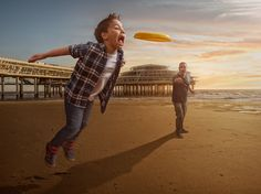 Le photographe et graphiste néerlandais Adrian Sommeling, heureux papa d'un petit garçon, a joint l'utile à l'agréable en mettant son talent et sa passion au service de son imagination.