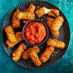 Try our mozzarella dippers recipe with spicy dipping sauce. These vegetarian mozzarella cheese dippers make a quick and easy nibble to entertain guests. Christmas Canapes, Christmas Nibbles, Christmas Buffet, Merry Christmas, Vegetarian Canapes, Vegetarian Cheese, Vegetarian Recipes, Healthy Recipes, Easy Canapes