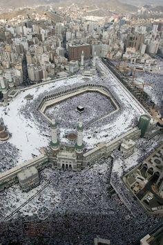 Masjid al-Haram, Mecca, Saudi Arabia Masjid Al Nabawi, Masjid Al Haram, Mecca Kaaba, Mecca Hajj, Les Religions, Beautiful Mosques, Islamic Architecture, Beautiful Places In The World, Place Of Worship