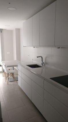 Cocina alargada y estrecha, preciosa Kitchen, Home Decor, Kitchens, Tiny House Kitchens, Decorating Kitchen, Decorating Rooms, Dining Room, House Decorations, Light Rose
