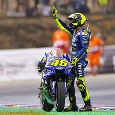 Motorcycle Suit, Motorcycle Racers, Racing Motorcycles, Valentino Rossi Yamaha, Valentino Rossi 46, Ducati, Chopper, R15 Yamaha, Velentino Rossi