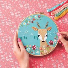 Mollie makes issue 56 Flower Embroidery Designs, Christmas Embroidery, Embroidery Hoop Art, Cross Stitch Embroidery, Embroidery Patterns, Mollie Makes, Felt Crafts, Couture, Sleep
