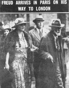 Freud, Martha: Bonaparte, Marie: Bullitt, William: Freud, Sigmund Date: 05/06/1938 Event: Arriving Gare de l'Est Location: France, Paris