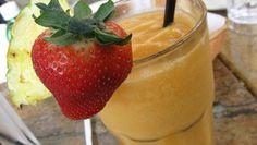 Frullato tropicale con latte di cocco.........  Per la ricetta consultate il mio sito oppure scrivetemi nei commenti!