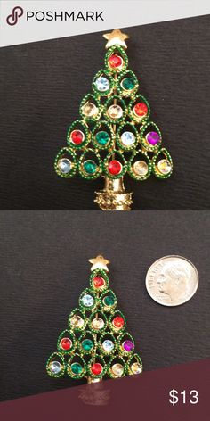 Vintage Christmas 🎄 Brooch In excellent condition Jewelry Brooches