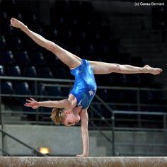 Jessica Dowling (Canada).  #gymnastics #beam #handstand