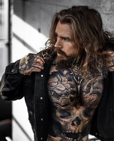 Tattoos are created by injecting ink through into the skin. Hairy Men, Bearded Men, Tattoos For Women Small, Tattoos For Guys, Small Tattoos, Sexy Tattooed Men, Bearded Tattooed Men, Photos Originales, Inked Men