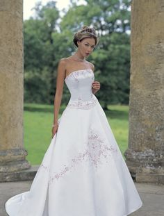 Google Image Result for http://www.weddingtomorrow.com/wp-content/uploads/2011/01/wedding_dress_Bridal_Gown-UK_Latest_Design_Evening_dress_Bridesmaid1.jpg