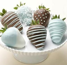 Fun and Creative Baby Shower Games Chocolate Strawberries in baby blue--perfect for baby showers, birthdays or christenings.Chocolate Strawberries in baby blue--perfect for baby showers, birthdays or christenings. Idee Baby Shower, Shower Bebe, Baby Shower Themes, Baby Boy Shower, Baby Showers, Shower Ideas, Baby Shower Cupcakes For Boy, Comida Para Baby Shower, Buffet Dessert