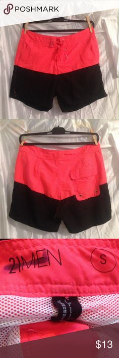 """🏊🏼Men's swim shorts 🏊🏼 Forever 21 men's swim shorts size S. Worn once. The brand is crossed out because it was purchased at a sample sale.🛍 Comes with 3 pockets & Mesh lining. 💯% polyester. Outseam measures 15"""". Bundle and save 10%!! 💕🦄 21men Swim Swim Trunks"""