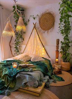 Bohemian Style Ideas For Bedroom Decor Design - Hipster Home Decor Bohemian Bedroom Decor, Bohemian Bedding, Cute Room Decor, Aesthetic Room Decor, Boho Aesthetic, Music Aesthetic, Room Ideas Bedroom, Night Bedroom, Cozy Room