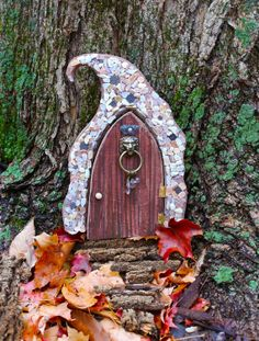 Fairy Doors Mais More Fairy Garden Doors, Mini Fairy Garden, Fairy Garden Houses, Gnome Garden, Fairy Doors For Trees, Fairy Gardens, Miniature Gardens, Fee Du Logis, Polymer Clay Fairy