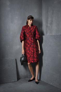 Michael Kors Collection Pre-Fall 2017 Fashion Show Fashion 2017, Couture Fashion, Runway Fashion, Fashion Show, Fashion Design, Fashion Trends, Fashion Blogs, Fashion History, Luxury Fashion