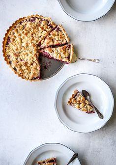Tærte med bær - lækker opskrift på mørdejstærte med brombær, hindbær og stikkelsbær