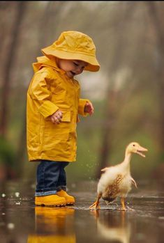 ~So sweet Animals For Kids, Baby Animals, Cute Animals, Cute Baby Girl, Cute Babies, Cute Photos, Cute Pictures, Toddler Photos, Dancing In The Rain