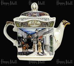 Sherlock Holmes Teapot, Baker Street by James Sadler Chocolate Pots, Chocolate Coffee, English Teapots, Teapots And Cups, Tea Art, Coffee Set, Tea Time, Tea Cups, Antiques