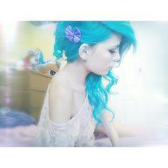 Looks like MANIC PANIC Atomic Turquoise! Lovely. http://www.manicpanic.biz/store/c/85-Classic-High-Voltage-Cream-Formula-Hair-Color.aspx