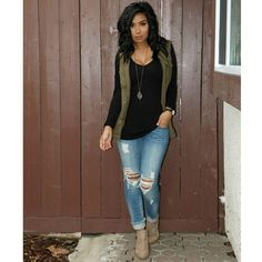 simple but stylish. Black long sleeve, olive green vest, distressed jeans, and tan booties Cute Fall Outfits, Fall Winter Outfits, Autumn Winter Fashion, Mens Winter, Fall Outfit Ideas, Vest Outfits For Women, Jeans Outfit Winter, Everyday Casual Outfits, Spring Outfits Women