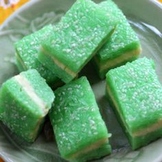 Vietnamese dessert - Xoi: sticky rice coloured with pandan leaves with yellow soya bean paste.  Then topped with sesame seeds.