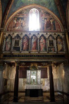 Sancta Sanctorum: Rome's true colors - Italian Ways Rome Buildings, Nativity Church, Roman Church, Stone Columns, Church Interior, Byzantine Art, Gothic Architecture, Hello Beautiful, 16th Century
