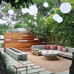 lovely way to make a small outdoor space feel very glam. paper globes always help