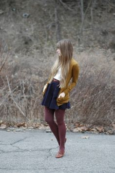 White Top with Navy Blue Pleated Skirt and Goldenrod Yellow Long Cardigan with Burgundy Tights and Accessories I love her sweater! Looks Street Style, Looks Style, My Style, Hippie Style, Fall Winter Outfits, Autumn Winter Fashion, Summer Outfits, Summer Dresses, Skirt Outfits