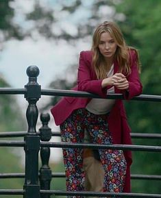 Psychopathic assassin Villanelle — played by Jodie Comer, 26 — is back in the second series of BBC's Killing Eve. And, as our pictures show, her wardrobe is as fascinating as ever. Arizona Robbins, Jodie Comer, Gone Girl, Just Girl Things, Look Cool, New Fashion, Fashion Outfits, Style Icons, Style Inspiration