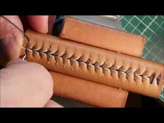 DIY: Die Sattlernaht, der Sattlerstich, the Saddle-Stitch: So geht's! Sewing Leather, Leather And Lace, Leather Craft, Leather Working Tools, Old Sewing Machines, Car Upholstery, Textile Texture, Shoe Pattern, Woodworking Projects Diy