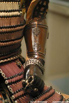 tsubo-gote up close Kabuto Samurai, Samurai Weapons, Sun Tzu, Armor Clothing, Samurai Clothing, Chinese Armor, Samurai Artwork, Armadura Medieval, Japanese Warrior