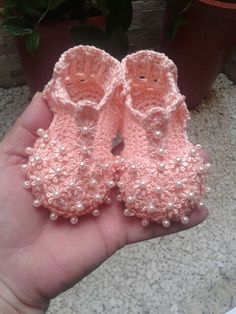 Crochet Baby Booties Slippers for Spring and Crib Walkers, Easy Quick Crochet Gifts for Baby girl and boy Booties Crochet, Crochet Baby Sandals, Crochet Baby Boots, Crochet Baby Clothes, Crochet Shoes, Crochet Slippers, Love Crochet, Baby Booties, Baby Shoes