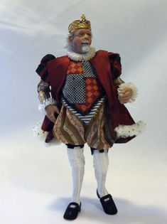 Incredible Miniature King Doll by Colvin Dolls Ooak Dolls, Barbie Dolls, Art Dolls, Dollhouse Dolls, Miniature Dolls, Dollhouse Miniatures, Alice In Wonderland Doll, King Costume, Doll Quilt