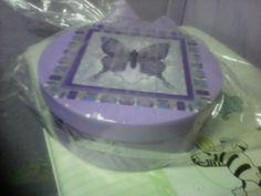 Caixa com decalque de borboleta