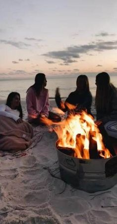 These flirty travel friends adventures bffs ideas Trendy travel friends adventure bffs ideas These flirty travel friends adventures bffs ideas Photos Bff, Best Friend Photos, Best Friend Goals, Friend Pics, Bff Pics, Summer Vibes, Summer Nights, Shotting Photo, Cute Friend Pictures