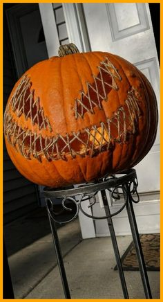 Halloween Party Ideas Decorations Outdoor Happy Halloween! 43+ | Halloween Party Ideas Decorations Outdoor | 2020 Creepy Halloween Party, Fröhliches Halloween, Homemade Halloween Decorations, Outdoor Halloween, Halloween Pumpkins, Halloween Costumes, Costumes Kids, Halloween Parties, Halloween Makeup