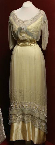 Evening dress, by Paquin, Paris, c. 1913. Belonged to V.V. Karakhan. The State Hermitage Museum (link: http://www.hermitage.guide/costume/costume1.html). CLICK FOR LARGER IMAGE.