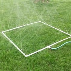 Original pinner said this is a sprinkler for a veggie garden.I'm thinking a water sprinkler for summer fun with my toddler! Pvc Projects, Outdoor Projects, Welding Projects, Homemade Sprinkler, Dump A Day, Diy Garden, Garden Kids, Party Garden, Yard Party