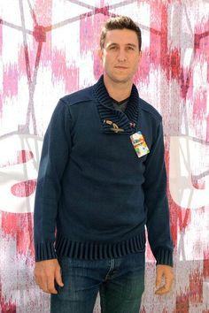 Pablo schreiber Pablo Schreiber, Photo L, Men Sweater, Comics, Sweaters, Fashion, Comic Con, Moda, Fashion Styles