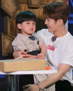 Jackson with kids is everything 🌙 Jackson Wang, Got7 Jackson, Jaebum, Youngjae, Kim Yugyeom, Girls Girls Girls, Boys, Jinyoung, Kim Chungha