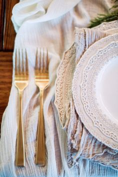 Gold flatware, vintage inspired lace plate. Textured silk.   Photography: Hunter Ryan Photo - hunterryanphoto.com   Read More on SMP: http://www.stylemepretty.com/living/2016/12/09/a-cozy-candlelit-holiday-gathering/