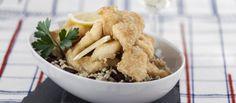 Receita de Peixe-espada frito com arroz de feijão. Descubra como cozinhar Peixe-espada frito com arroz de feijão de maneira prática e deliciosa com a Teleculinaria!
