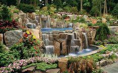 wassergarten pool steine wasserfall pflanzen