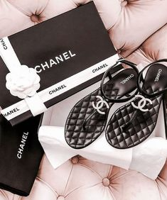 These stunning thong sandals are a cushiony insole with a shiny leather thong with a prominent Chanel CC at the toe. The soles are leather and rubber and these have the timeless, one of a kind appeal only from Chanel! Source by regankotowski chanel Cute Sandals, Cute Shoes, Me Too Shoes, Chanel Fashion, Fashion Shoes, Estilo Coco Chanel, Chanel Flats, Chanel Slippers, Chanel Tote