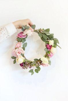 Atelier confection couronne de fleurs fraiches ou en tissus, atelier enterrement de vie de jeune fille, atelier couronne de fleurs