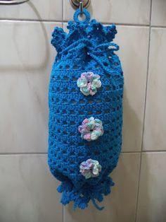 Fátima Moya Crochê: Puxa saco azul com flores brancas