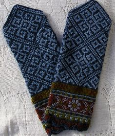sweatergoddess' Latvian Mittens - Smoke Blue Elkhorn