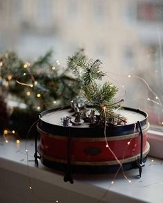Lover of beautiful miscellany. Christmas Is Coming, A Christmas Story, Little Christmas, Country Christmas, Christmas Carol, Christmas Photos, Winter Christmas, Winter Holidays, Christmas Colors